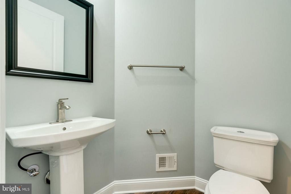 POWDER ROOM with upgrade designer paint. - 8733 POHICK RD, SPRINGFIELD