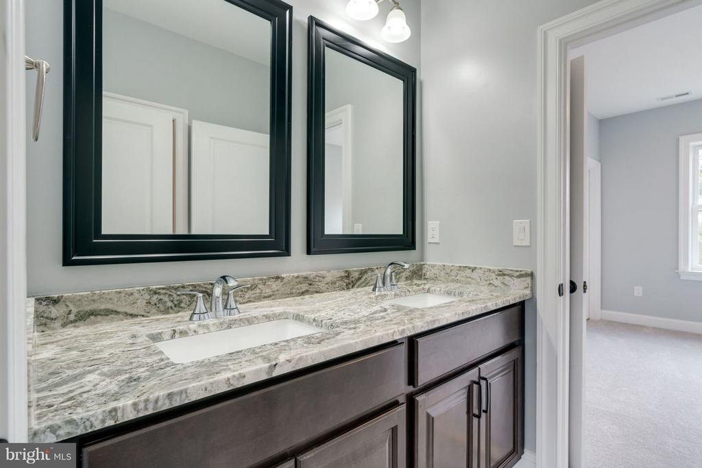 Double vanity BATHROOM. - 8733 POHICK RD, SPRINGFIELD