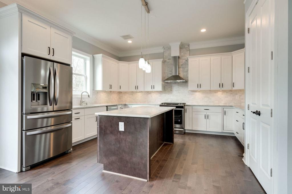 GOURMET KITCHEN with stainless steel appliances. - 8733 POHICK RD, SPRINGFIELD