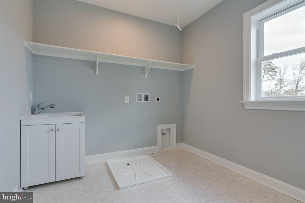 Large LAUNDRY ROOM with corner sink. - 8733 POHICK RD, SPRINGFIELD