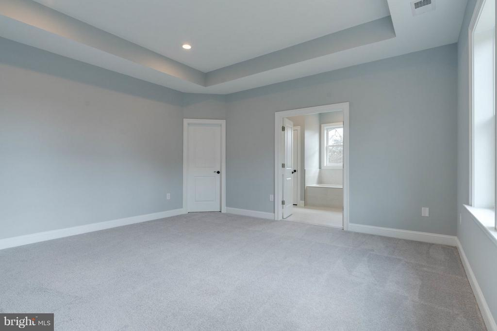 MASTER BEDROOM EN-SUITE. - 8733 POHICK RD, SPRINGFIELD