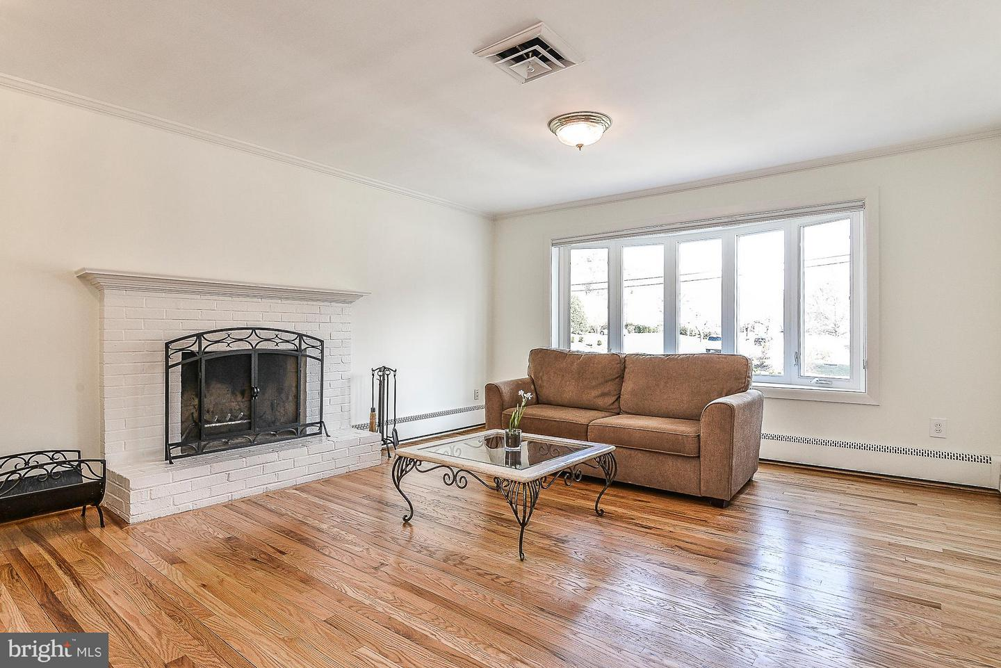 Additional photo for property listing at 1616 N Howard St 1616 N Howard St Alexandria, Virginia 22304 United States