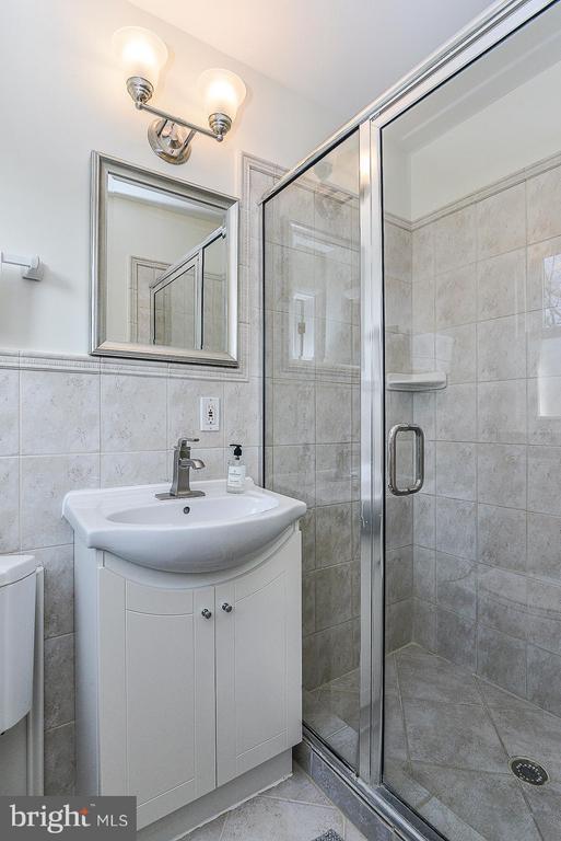 Master Bathroom - 1616 N HOWARD ST, ALEXANDRIA