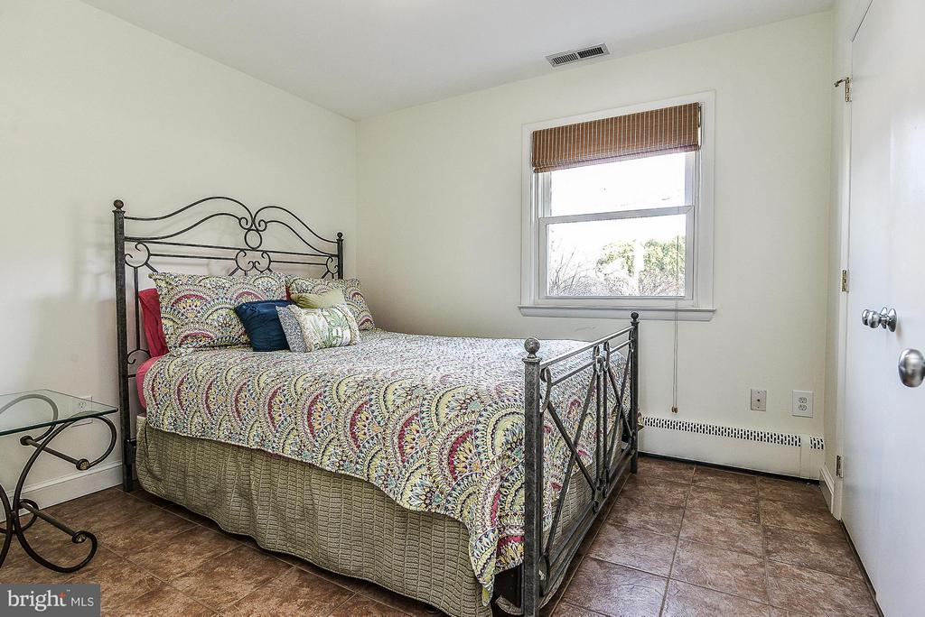 Bedroom #4 with Full BA - 1616 N HOWARD ST, ALEXANDRIA
