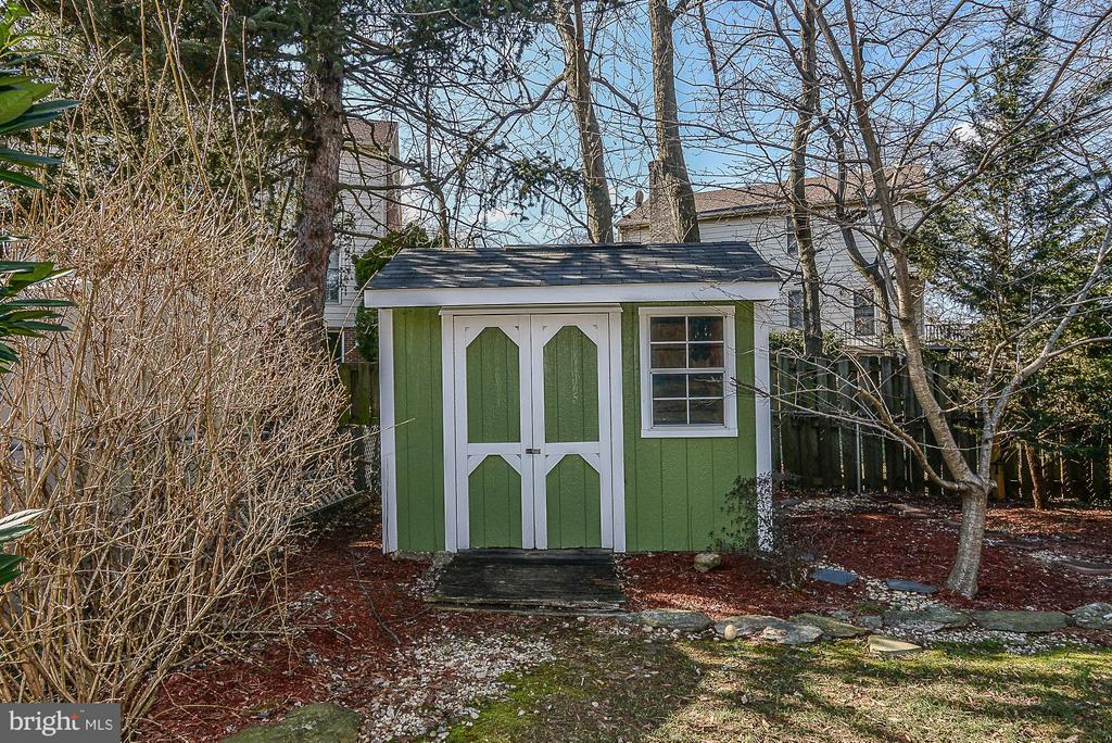 Lovely shed to accompany the well-tended yard - 1616 N HOWARD ST, ALEXANDRIA