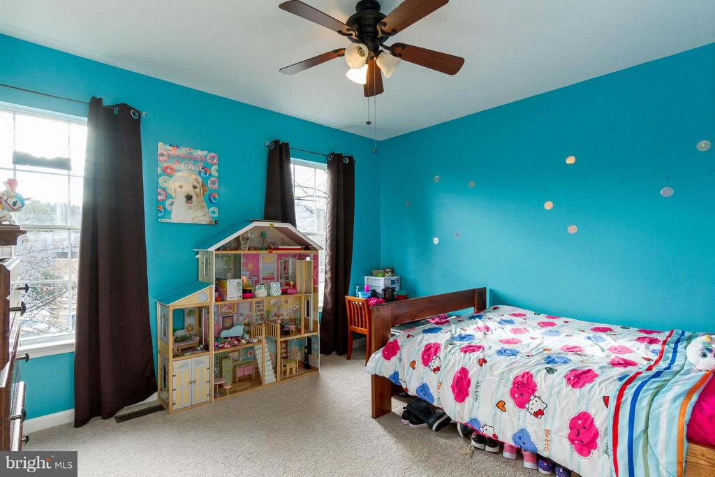 Light filled 2nd bedroom with Fan - 3704 THOMASSON CROSSING DR, TRIANGLE