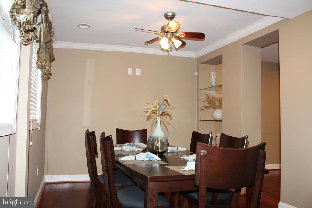 Dining or bonus room for your enjoyment. - 1724 BAY ST SE, WASHINGTON