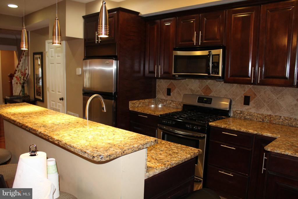 Fully renovated kitchen w/quality finishes! - 1724 BAY ST SE, WASHINGTON
