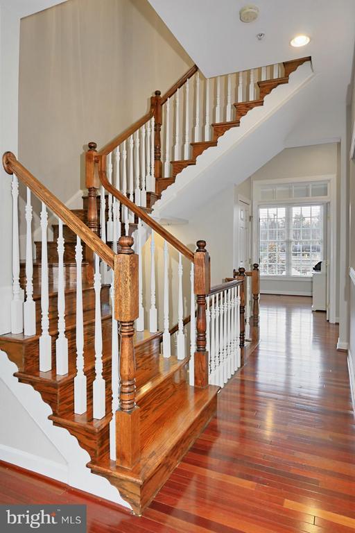 Stairs to upper level - 5143 BRAWNER PL, ALEXANDRIA