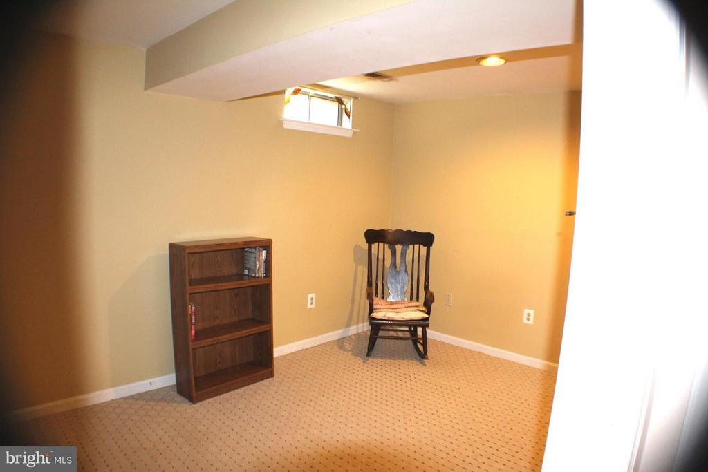 Lower Level Bedroom (part of in-law suite) - 6606 FORSYTHIA ST, SPRINGFIELD