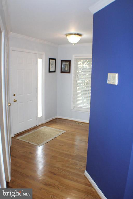 Main  Entrance Foyer - 6606 FORSYTHIA ST, SPRINGFIELD