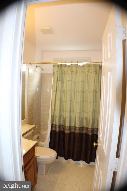 Upper Hall Bath - 6606 FORSYTHIA ST, SPRINGFIELD