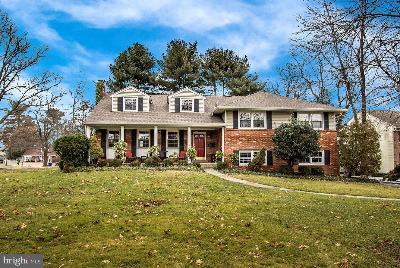 Photo of home for sale at 2320 Riverton Road, Cinnaminson NJ