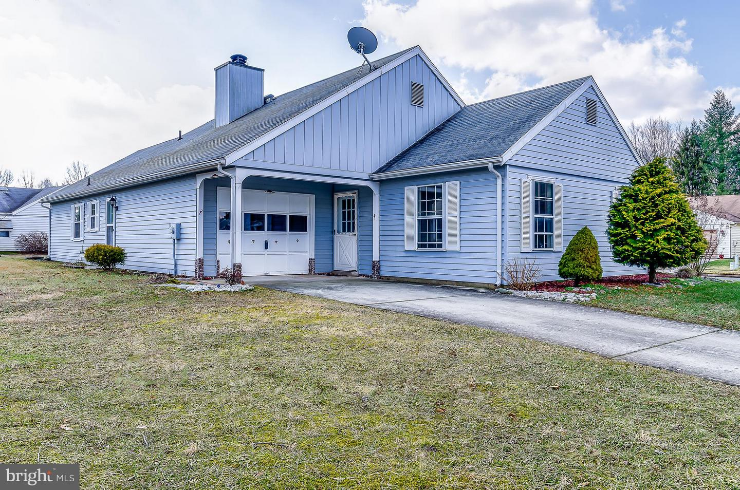 Single Family Home for Sale at 3 ANDOVER Court Vincentown, New Jersey 08088 United StatesMunicipality: Southampton Twp