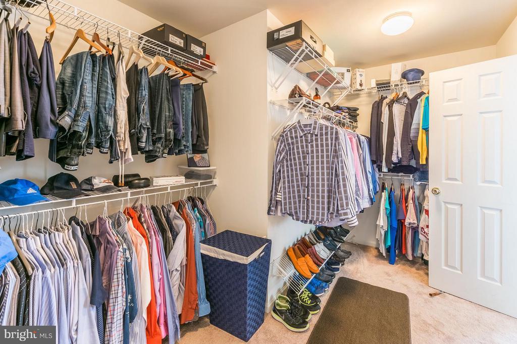 Huge master bedroom  Walk In Closet - 46909 BACKWATER DR, STERLING