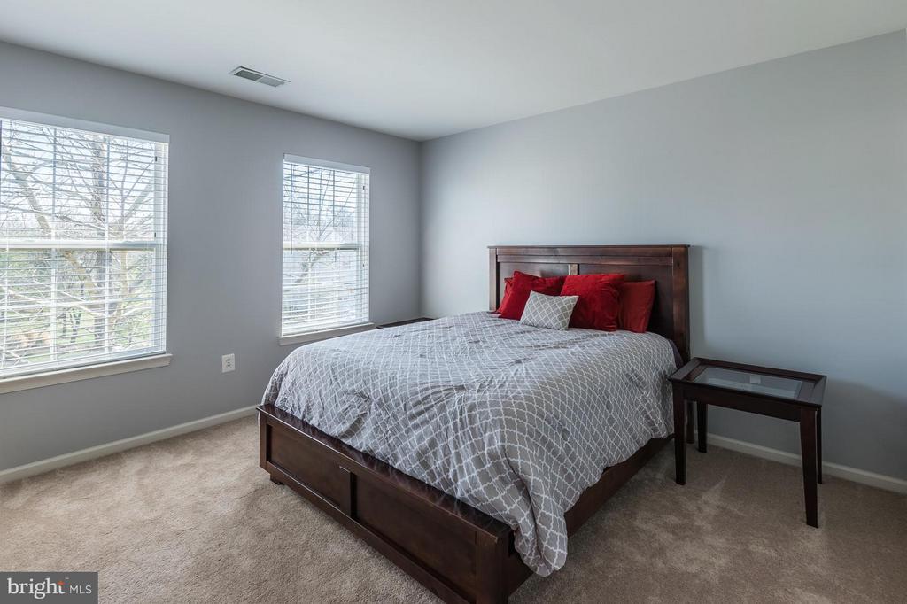 Bedroom number 3 lot of sunlight - 46909 BACKWATER DR, STERLING