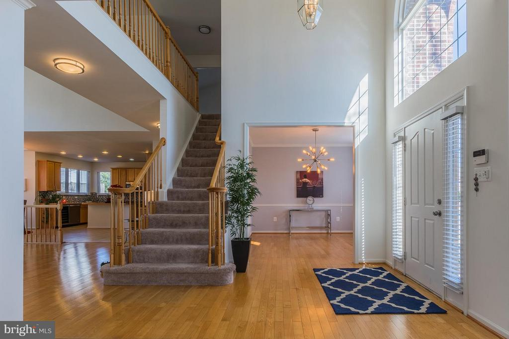 Entry high ceilings Foyer - 46909 BACKWATER DR, STERLING