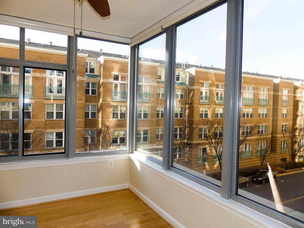 Food and drink entertaining area. - 11990 MARKET ST #215, RESTON