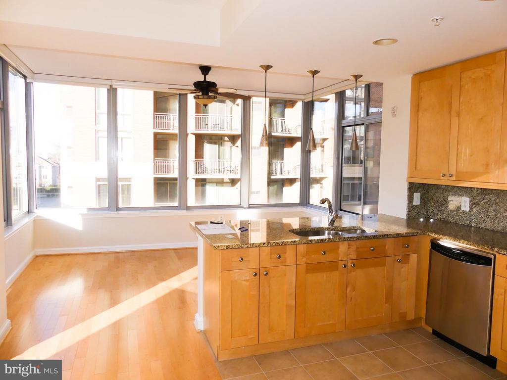 Kitchen. - 11990 MARKET ST #215, RESTON