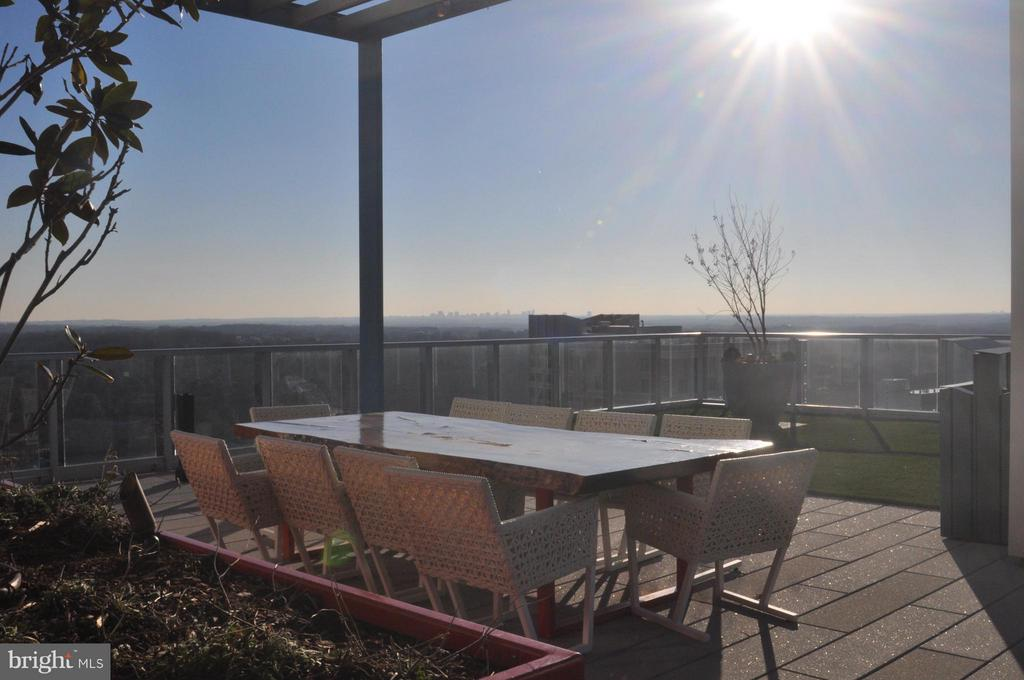 Community Rooftop - One of Many Seating Areas - 930 ROSE AVE #1905, NORTH BETHESDA