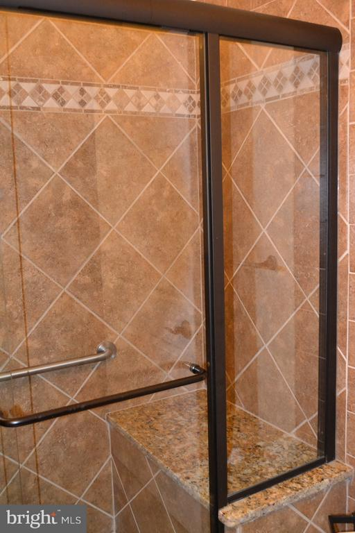 Lower level shower, with a seat. - 1724 BAY ST SE, WASHINGTON