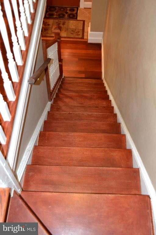 Stairs leading to the lower level. - 1724 BAY ST SE, WASHINGTON