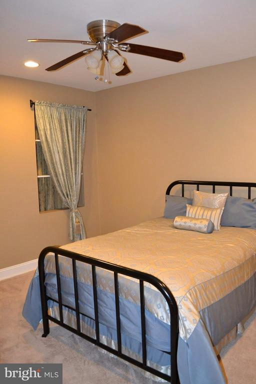 Guest Room. - 1724 BAY ST SE, WASHINGTON