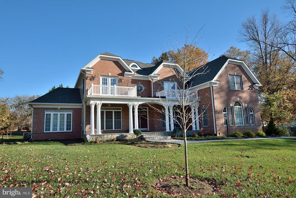 Brick Front exterior and Columned Front Porch - 3145 BARBARA LN, FAIRFAX