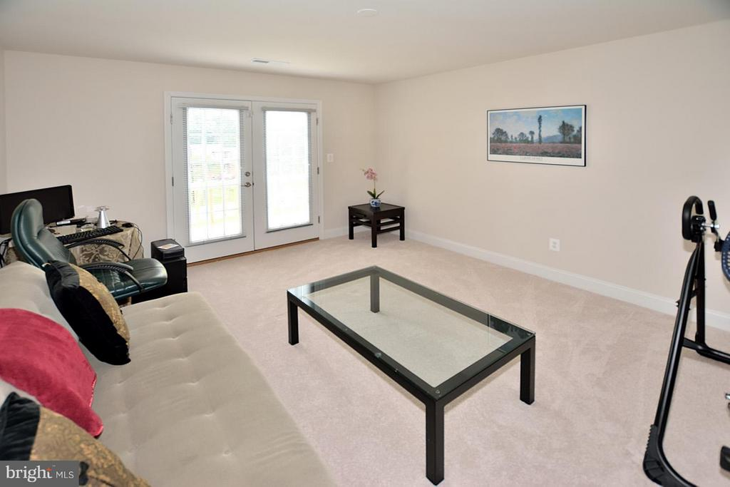 Master Bedroom W/Separate Sitting Room - 3145 BARBARA LN, FAIRFAX