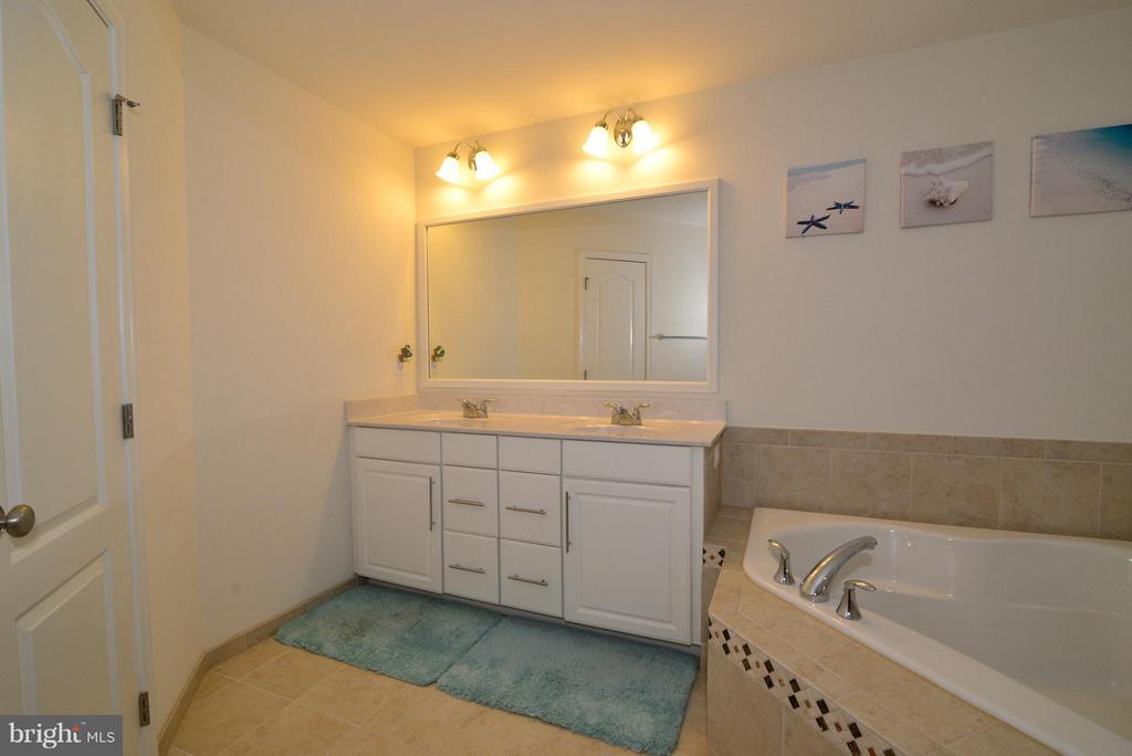Master Bath - 43029 ASHLEY HEIGHTS CIR, ASHBURN