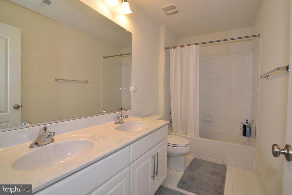 Bath - 43029 ASHLEY HEIGHTS CIR, ASHBURN