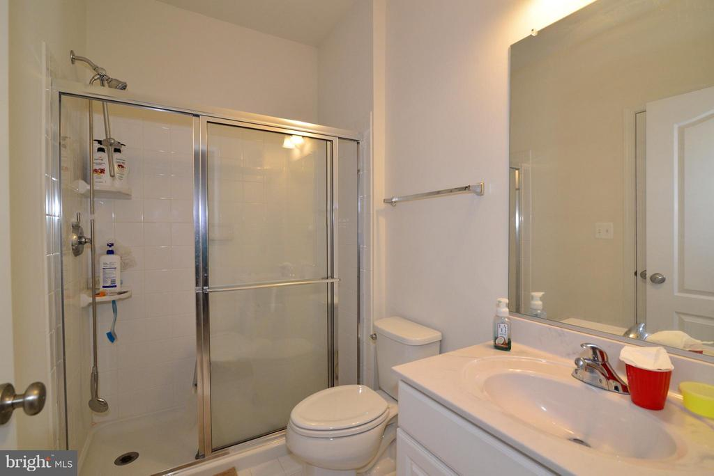 Middle Level Bath - 43029 ASHLEY HEIGHTS CIR, ASHBURN