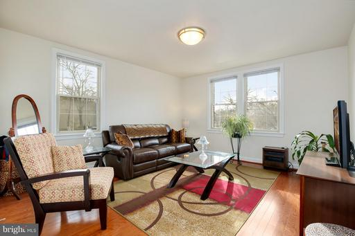 301 WHITTIER ST NW #104