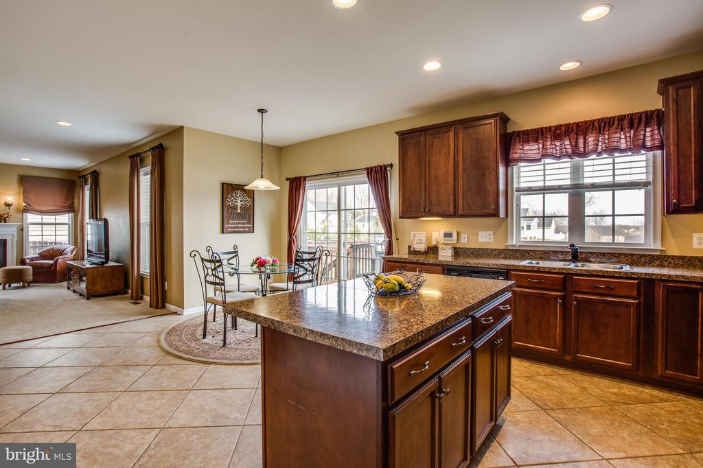 Kitchen Island with Breakfast Bar - 1003 JULIAS PL, FREDERICKSBURG