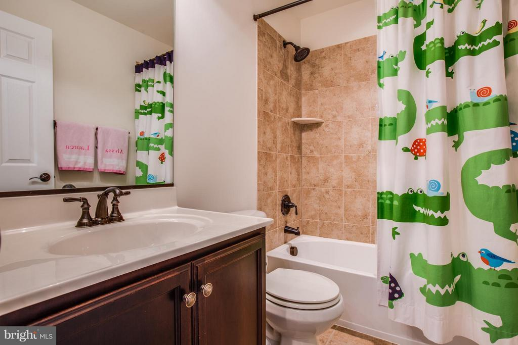 Full Bathroom with Upgraded Ceramic Tile - 1003 JULIAS PL, FREDERICKSBURG