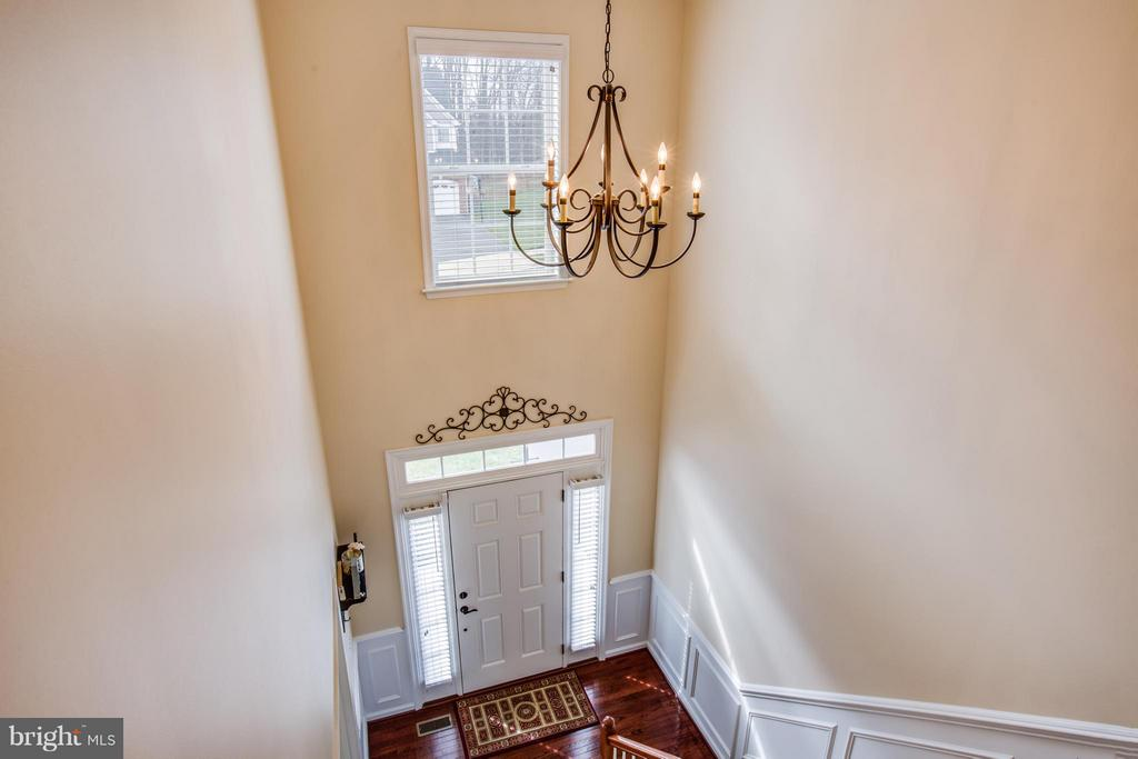 2 Story Foyer with Custom Molding - 1003 JULIAS PL, FREDERICKSBURG