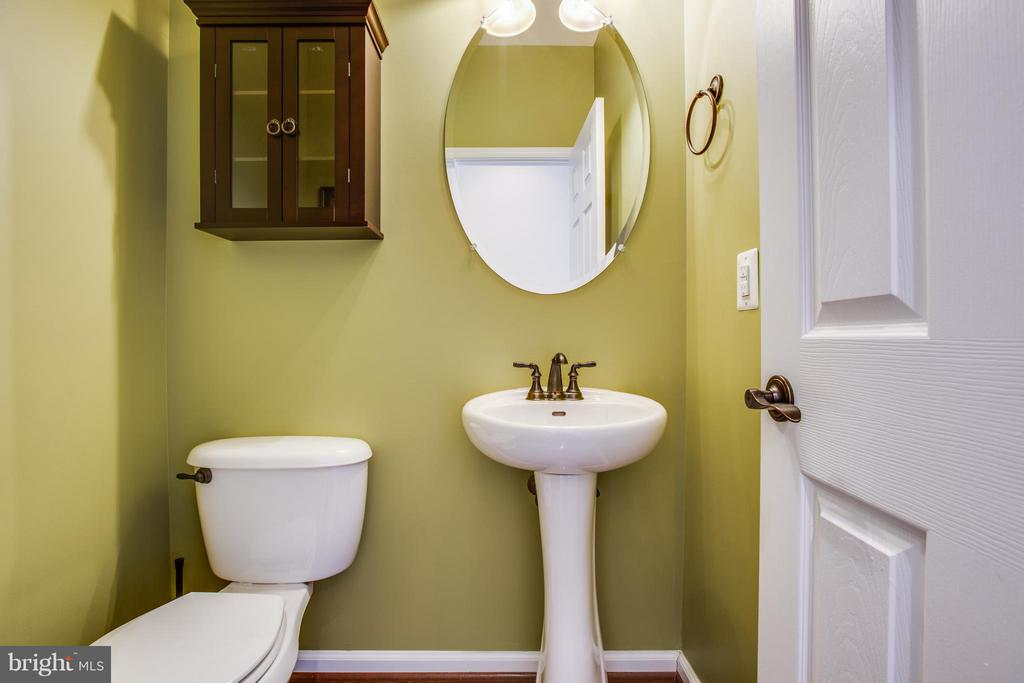 Powder Room - 1003 JULIAS PL, FREDERICKSBURG