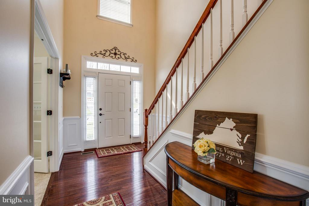 Hardwood Flooring and New Custom Molding - 1003 JULIAS PL, FREDERICKSBURG
