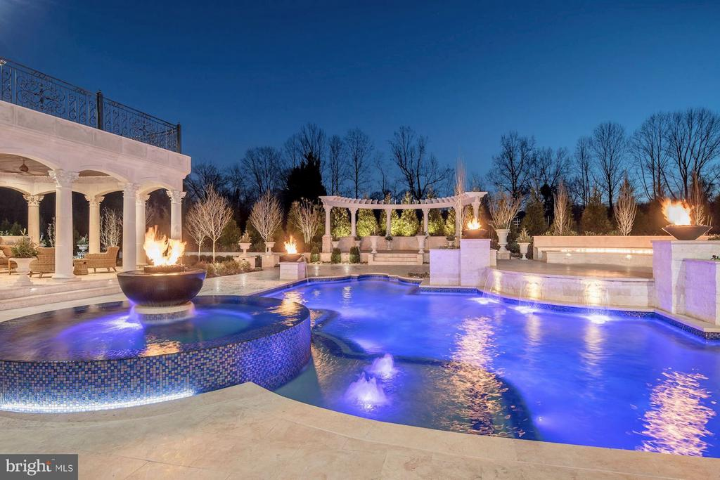 Fire Bowls Surrounding Pool - 300 RIVER BEND RD, GREAT FALLS