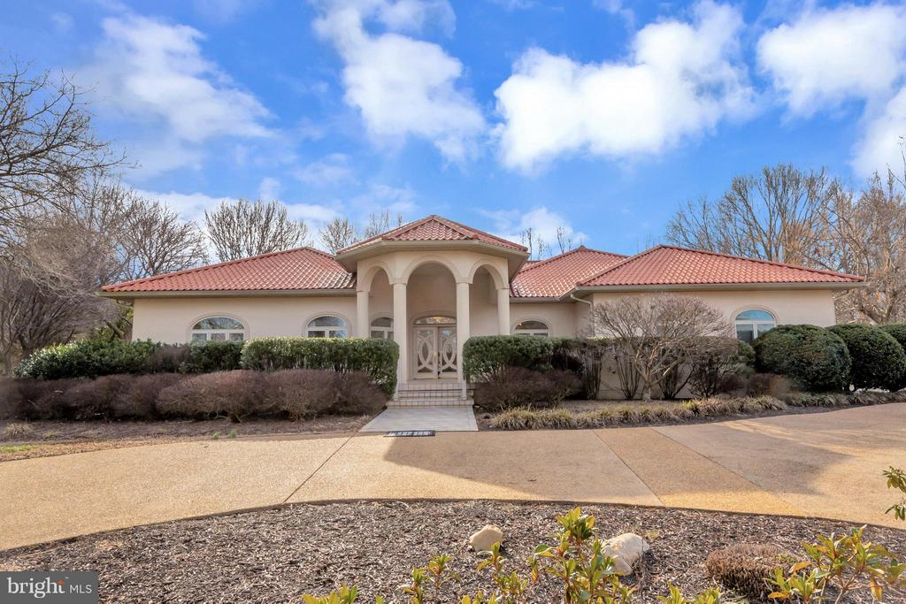 Expansive front yard and impressive curb appeal! - 11227 N CLUB DR, FREDERICKSBURG