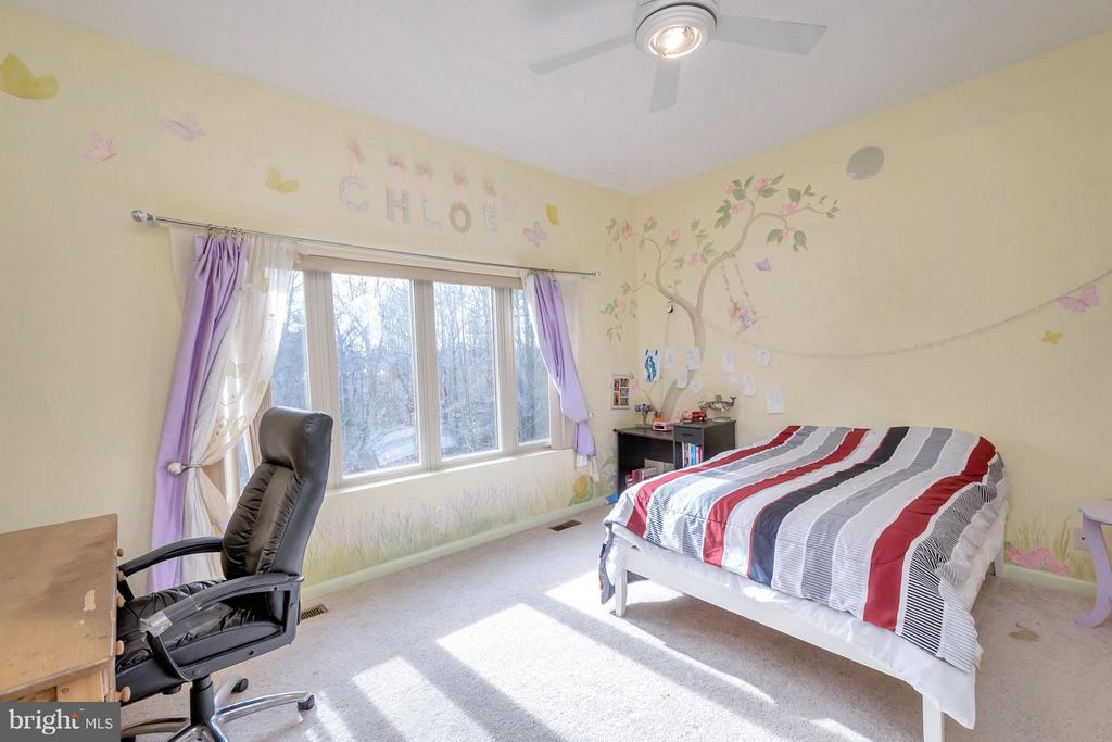 Bedroom 1 with private bath - 11227 N CLUB DR, FREDERICKSBURG