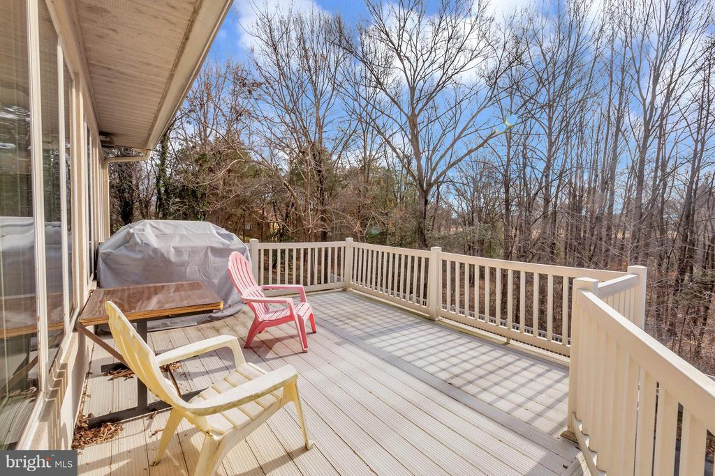 Upper deck to relax on beautiful spring summer eve - 11227 N CLUB DR, FREDERICKSBURG