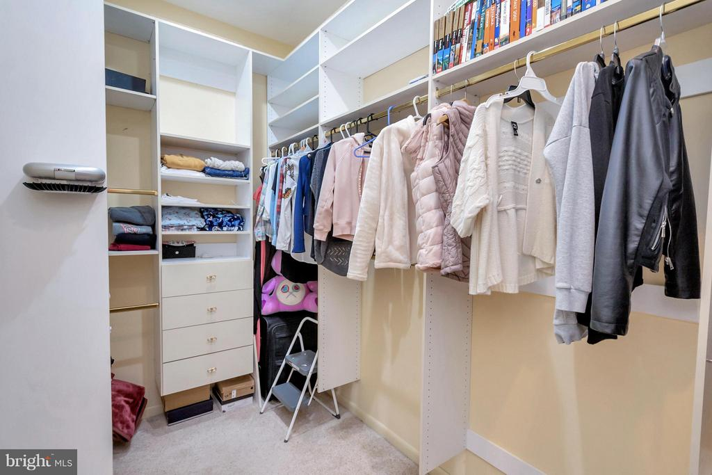Walk in closets x 2!!! His and Hers off master. - 11227 N CLUB DR, FREDERICKSBURG
