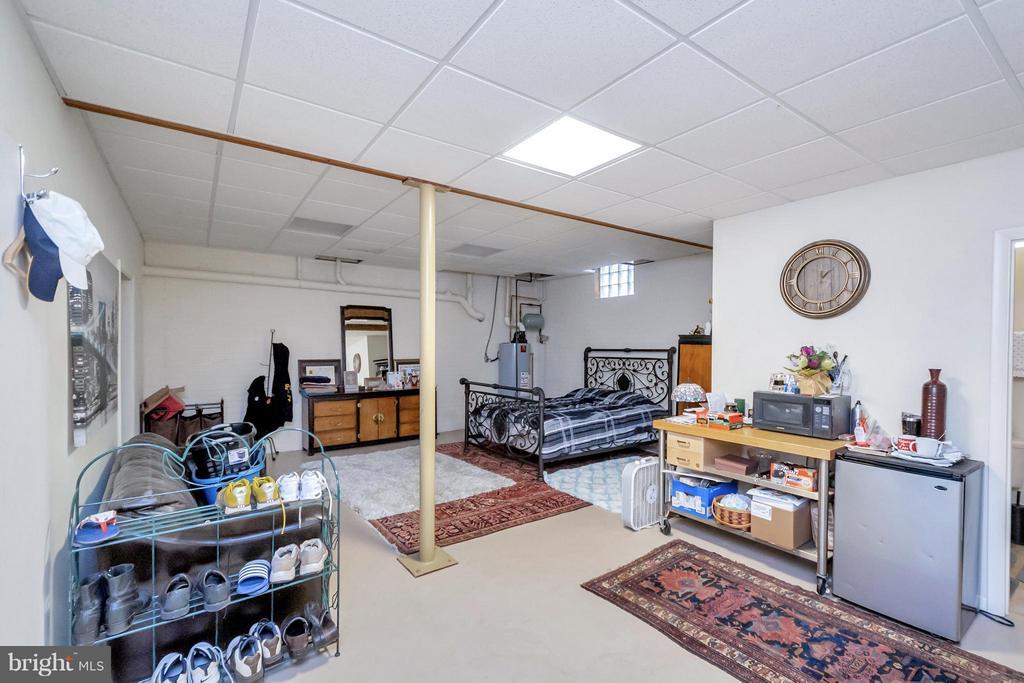 Lower level bedroom (not to code) - 11227 N CLUB DR, FREDERICKSBURG