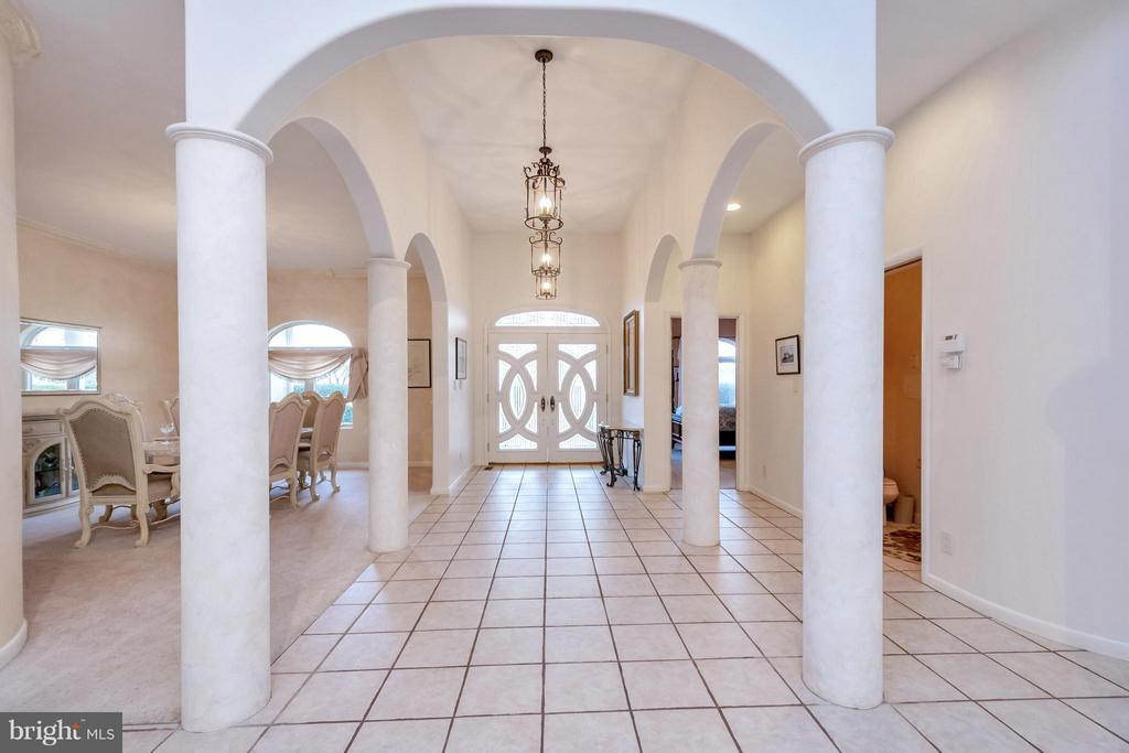 Beautiful columned entrance - 11227 N CLUB DR, FREDERICKSBURG