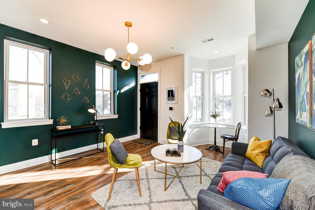 Living Room w/ South Facing Windows - 1101 S ST NW, WASHINGTON