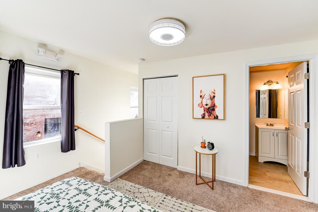Carriage House Bedroom w/ En-Suite Bathroom - 1101 S ST NW, WASHINGTON