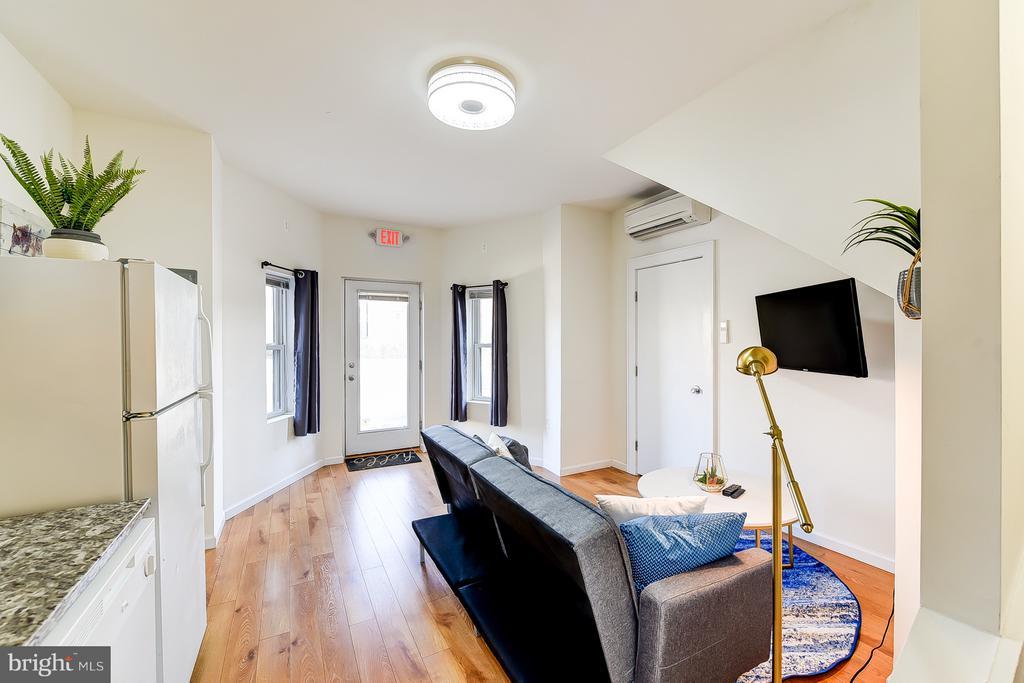 Carriage House Living Room - 1101 S ST NW, WASHINGTON