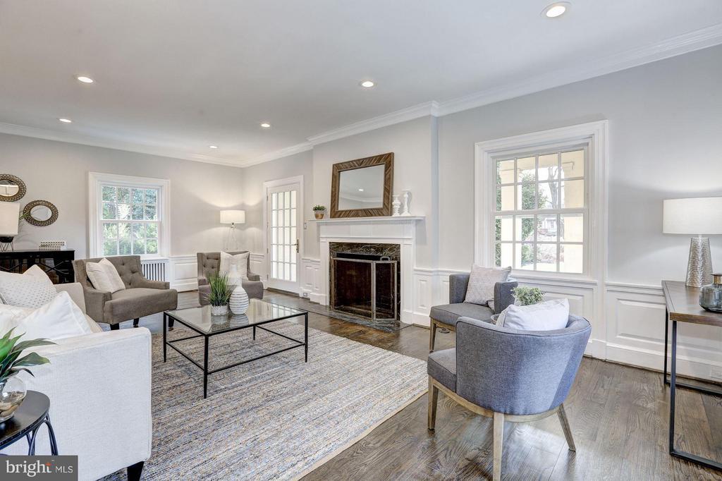 Main Level - Living Room - 1701 HOBAN RD NW, WASHINGTON