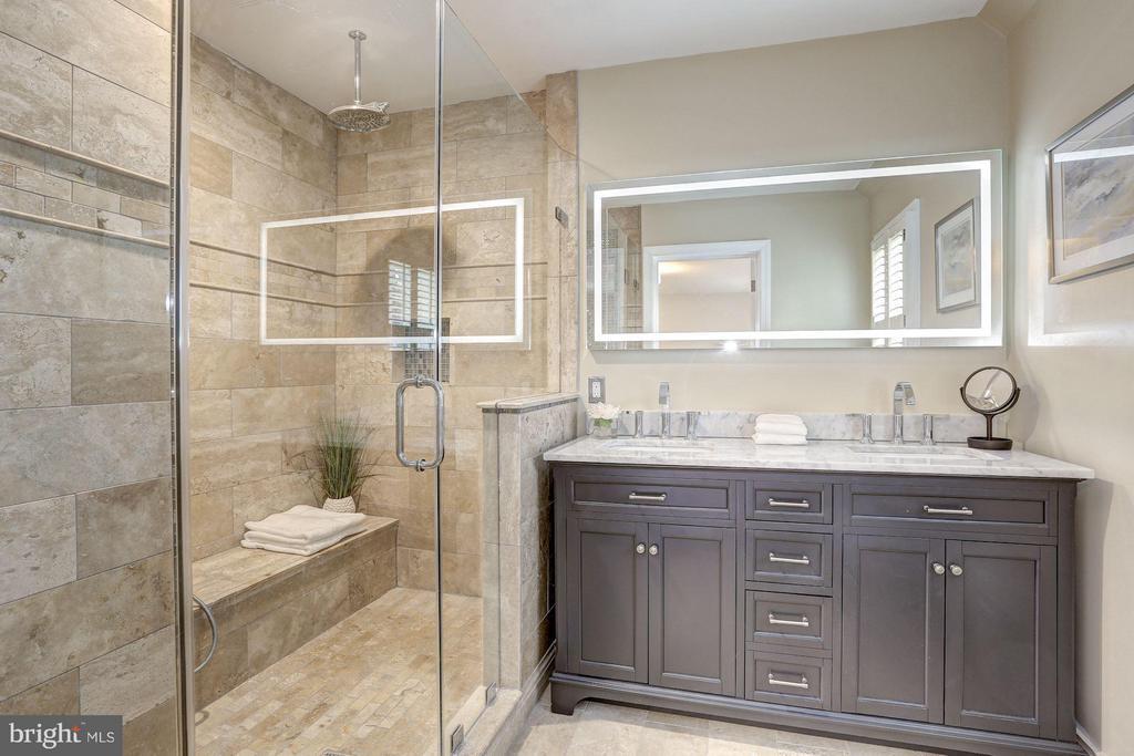 Upper Level - Master Bedroom Suite #1 - 1701 HOBAN RD NW, WASHINGTON